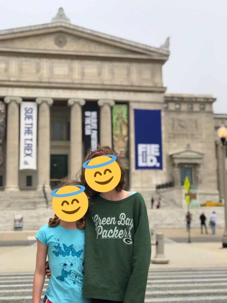 kids in front of the field museum